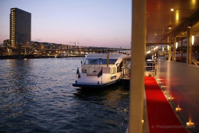 Foto van een uw eigen boot op de Seine, Ontvangst door Lex and the City