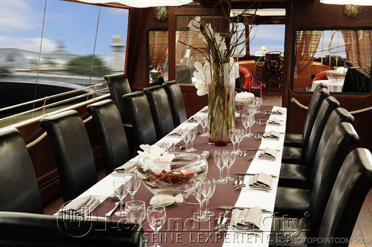 Privé boot voor uw uitstap met directieteam in Parijs op de Seine met Lex and the City