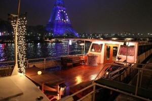 Groot dek om uit te waaien en te roken op uw eigen boot vanaf Trocadero bel 0204681682
