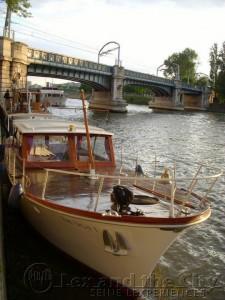 Kleine boot op de Seine voor verhuur bijvoorbeeld een brainstorm sessie