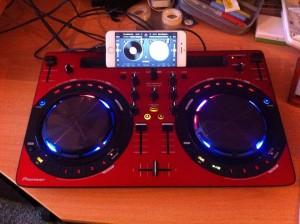 Mobiele DJ set van 80's DJ Lextase - Lex van Buuren - met software Djay2 en hardware Pioneer WEgo3 met iPhone6