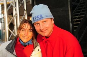 SEO content marketeer Lex van Buuren op de foto met Yvonne van Gennip, op de schaatsbaan in Haarlem