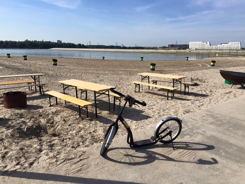 Fietstour op IJburg met Lex and the City met een stop op het strand van Amsterdam - Blijburg