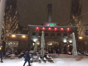 Het Badhuis in de Indische Buurt in Amsterdam Oost in de sneeuw. Fot van Lex and the City - Organisator van groepsuitjes in Oost