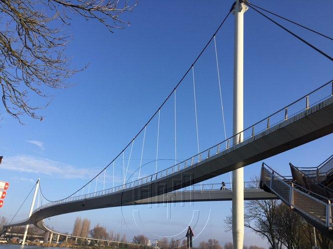 De stijlste wandelloopbrug van Amsterdam op IJburg - De Nesciobrug
