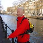 Lex van Buuren met Lex and the City step tijdens een sportief groepsuitje in Amsterdam