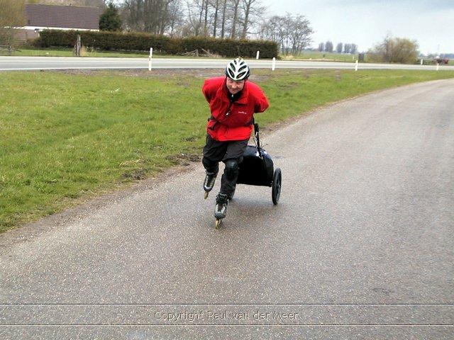 Lex van Buuren met zijn Wheelie in Friesland, elfstentocht :) - Nu ook als co2 neutrale skate koerier in Amsterdam koerier
