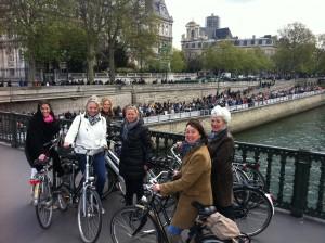 Een fietsuitje met Lex and the City langs de marathon hotspots in Parijs in 2012 :)