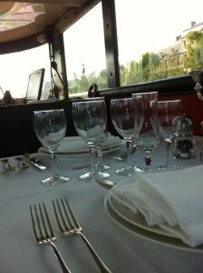 Huwelijksaanzoek in Parijs op de boot privé; foto van de ruimte boven.