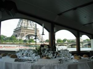Trouwen in Parijs, Feestje op de Seine met Lex and the City