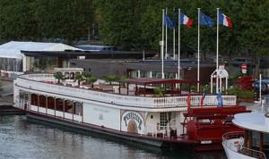 Foto van Trouwfeesten in Parijs op de Seine; de boot als geheel