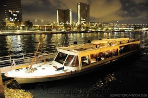 Foto van een te charteren boot op de Seine voor 20 tot max. 35 personen. :)