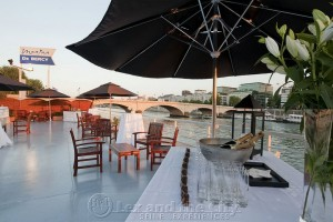 Dakterras met cocktail tijdens incentive langs de Seine
