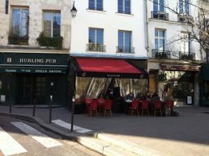 Terrasje in Quartier Latin Le Petit Café Quartir Latin bedrijfsuitjes Parijs