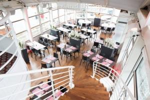 eten met uw groep in Parrijs na een rondvaart over de Seine in het winter restaurant