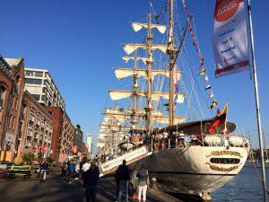 Het hart van SAIL Amsterdam is de Veemkade; leuk voor een stadswandeling met Lex and the City