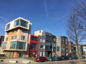 IJburg in Amsterdam-Oost, waar mensen hun eigen ontwerp huis kunnen kiezen. We komen er langs tijdens onze speciale tours.