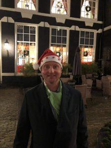Lex van Buuren, lokale toeristische gids van Lex and the City in Amsterdam-Oost, hier in kerstsfeer bij het West-Indisch huis.