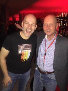 80's DJ Lex van Buuren schudt Ben Liebrand de hand in Amsterdam. Januari 2019