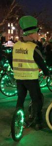 Lex van Buuren helpt mee als verkeersregelaar bij evenementen op straat in Amsterdam.