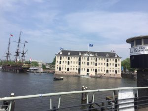 customized tour Amsterdam on the water with your group. With Lex and the City experiences.