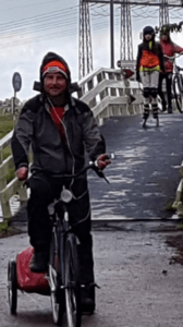 Gids in Waterland Oost, nabij Amsterdam. Lex van Buuren met groep inline skaters uit het buitenland | Dagtocht Marken langs het IJsselmeer en door Waterland terug.