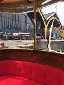 Als je gaat varen door Amsterdam met je groep, dan kun je een stop maken bij Werf Kromhout