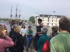 Stadstour tijdens expeditie Oosterdok met Jelte van Arcam - topgids