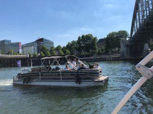 Als adviseur voor bedrijven in Parijs helpt Lex and the City met de juiste keuzes op het gebied van bijvoorbeeld de huur van een boot op de Seine met de groep.
