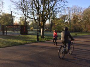 De sportieve verhalenverteller van Amsteram Oost organiseert graag weer een teamuitje in het Oosterpark.