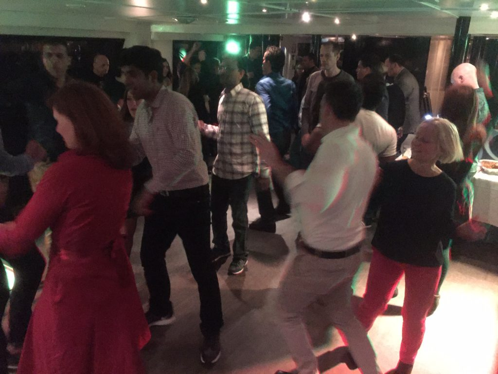 French-speaking guide (as well) AND DJ at private boat tour event in Amsterdam - For companies and other groups