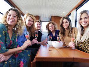 Guide et visites en bateau privé sur mesure à Amsterdam avec Lex and the City. | Enterrement de vie de la jeune fille Amsterdam