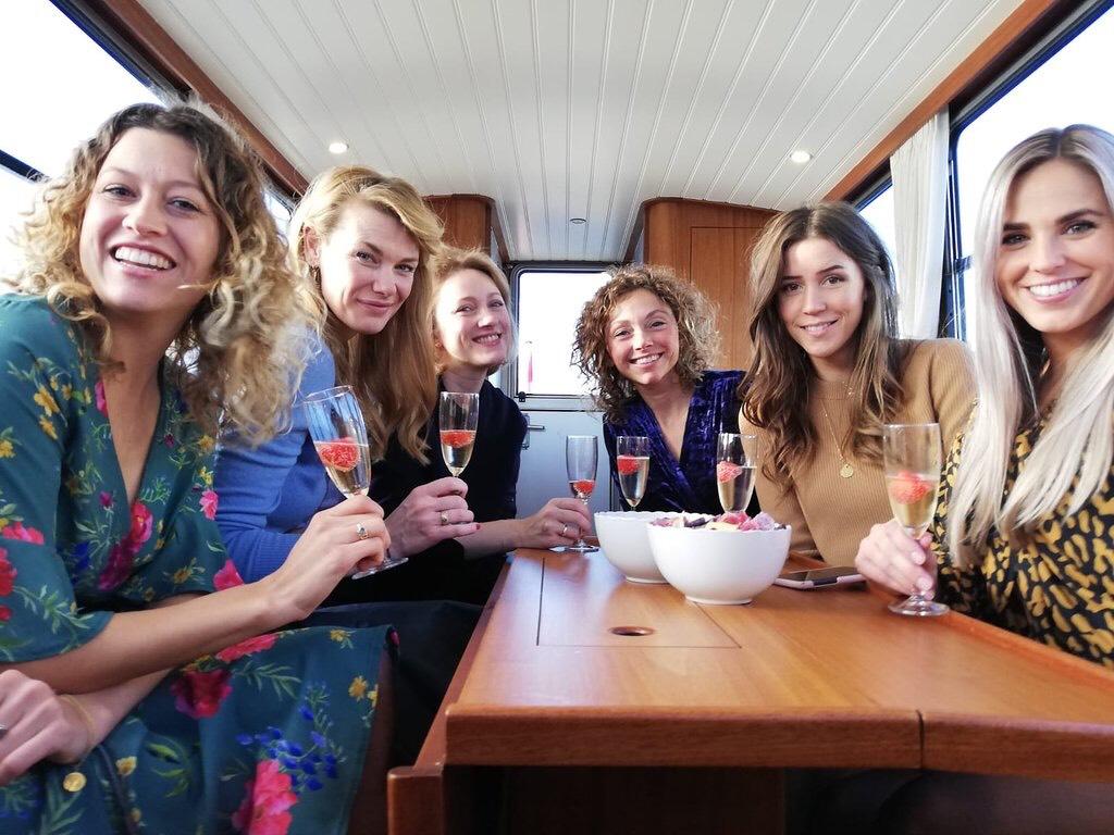 Tour privé en bateau avec le guide local et autrement | Enterrement de jeune fille (EVJF) | Visite guidée sur le canal à Amsterdam avec Lex and the City