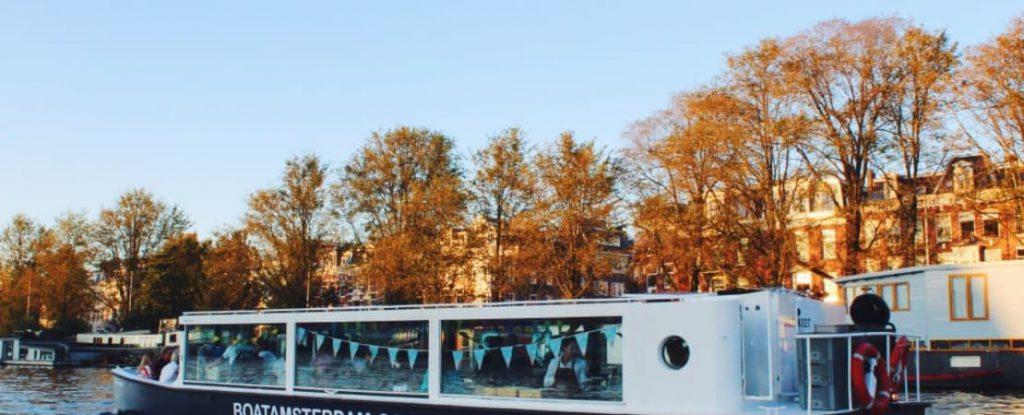 Grachtenfahrt Amsterdam mit Lex and the City | ungewöhnliche Bootsfahrt in Amsterdam mit eurer Gruppe