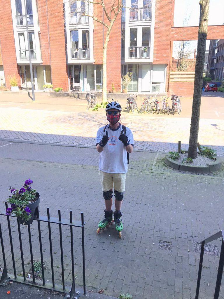 Lex van Buuren, promoter van sportief plezier in de stad en skate koerier in coronavirus crisistijd