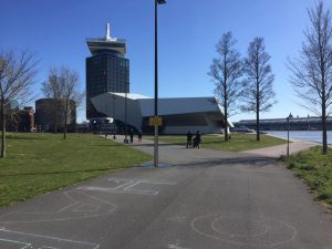 Mondkapjes amsterdam thuis bezorgd - skatekoerier - Prachtig weer en schitterend asfalt in Amsterdam-Noord om te skaten