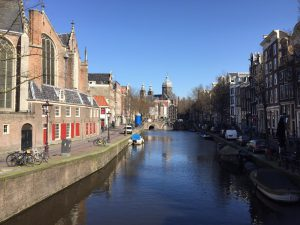By showing you my recent pictures I will guide you through the highlights (the must-sees) and the hidden treasures of Amsterdam in Corona time. | Picture Red Light District copyright Lex and the City, Lex van Buuren