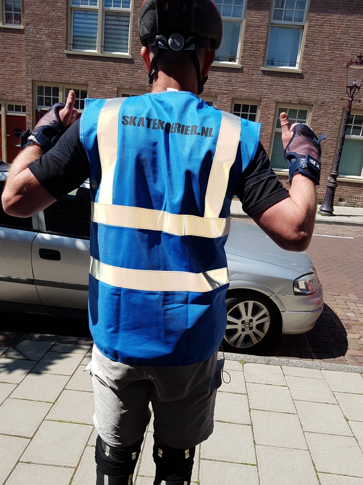 Skate-koerier Amsterdam - sportieve bezorger - snelle delivery boy - spoedzending - klimaatneutraal