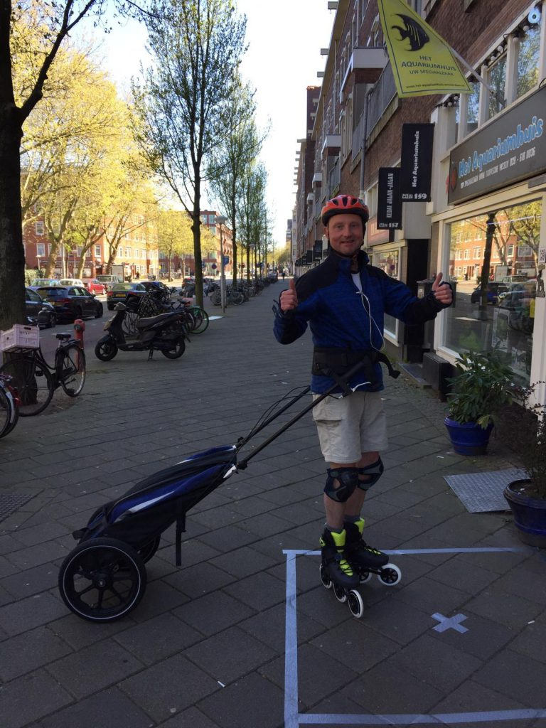 Delivery boy on inline skates in Amsterdam during the Corono crisis - Lex van Buuren from Skate-A-Round
