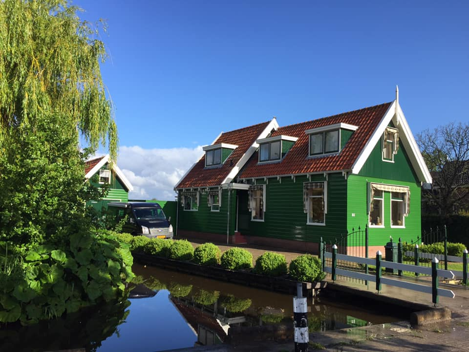 Cycle tour Amsterdam - Zaanse Schans - Passing by nice houses