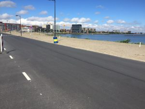 Skaten op mooi asfalt en een strand ernaast - Op IJburg in Amsterdam-Oost - Skate-A-Round skateles en tours
