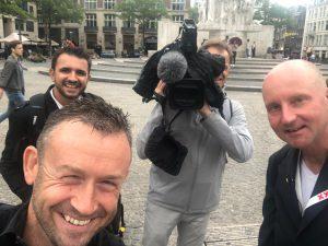 Guide francophone Amsterdam, ITV sur TF1 dans la rue, parlant sur le tourisme à la capitale des Pays-Bas