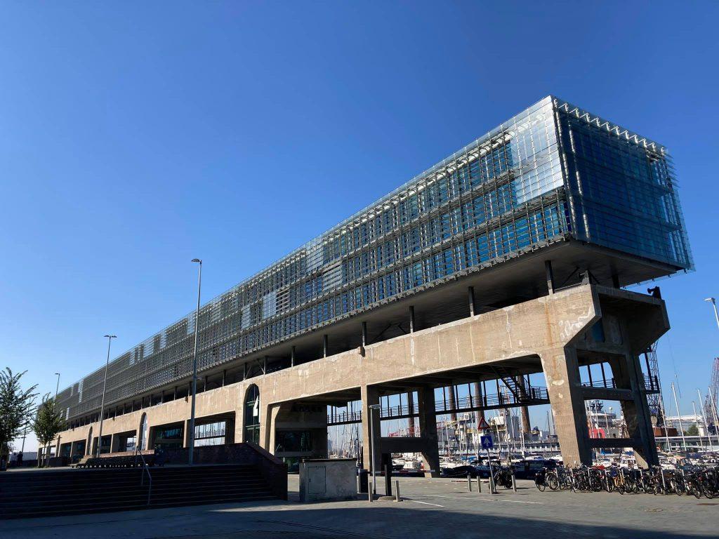 Ongewoon Amsterdam fietstours met Lex and the City - Hier zie je Kraanspoor op NDSM werf in AMS-Noord