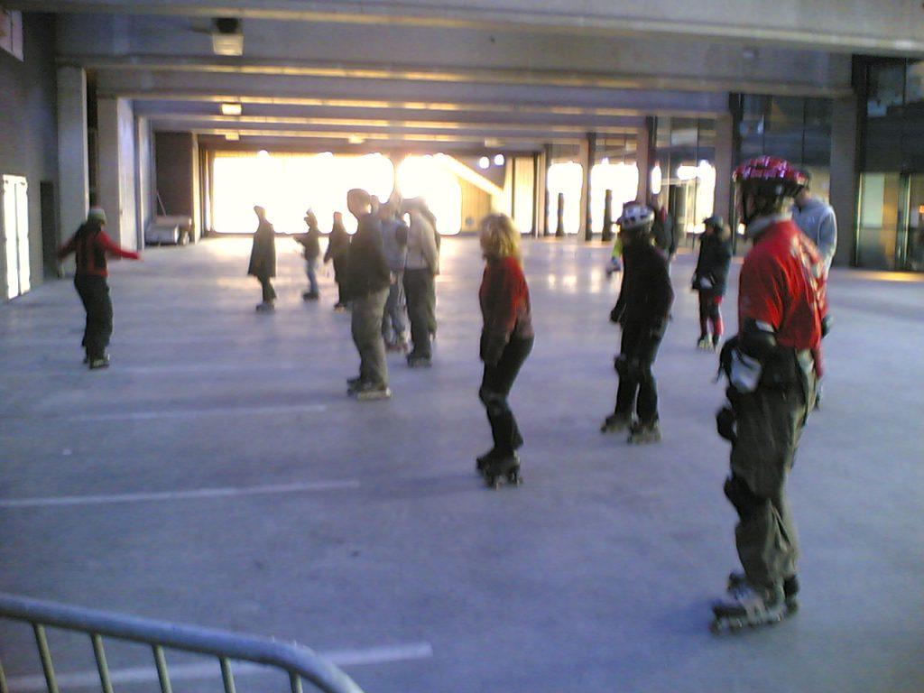 Indoor inline skaten met Skate-A-Round in Amsterdam in de PTA aan het begin van dit millenium.