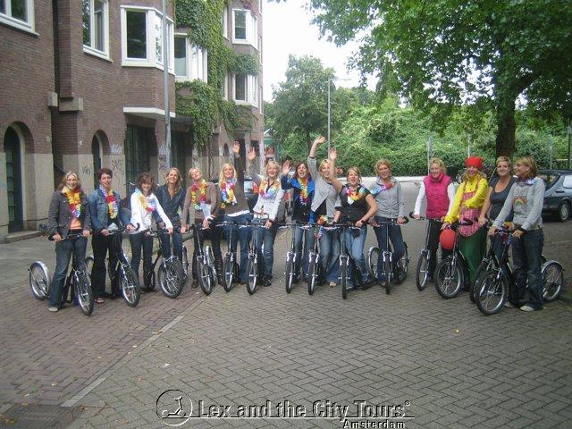 Meidenuitje op de step in Amsterdam met Lex and the City anders dan anders tours