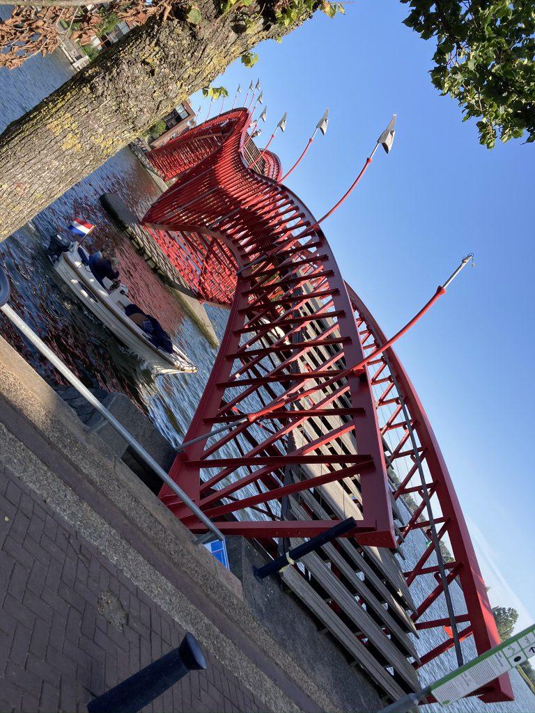 Le pont Python, se référant au serpent. - Un secret bien gardé dans les Docks de l'Est à Amsterdam - Photo du guide francophone Lex and the City