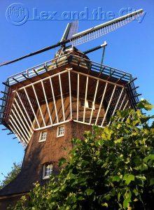 De Molen van Oost door de lokale verhalenverteller - Foto van de enige echte stadsmolen van Amsterdam, die in het centrum staat. Foto van Lex and the City, promotor van dat andere Amsterdam