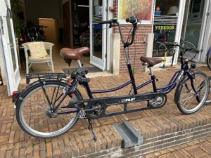 Tandem te huur tijdens fietstour Lex and the ity in Amsterdam