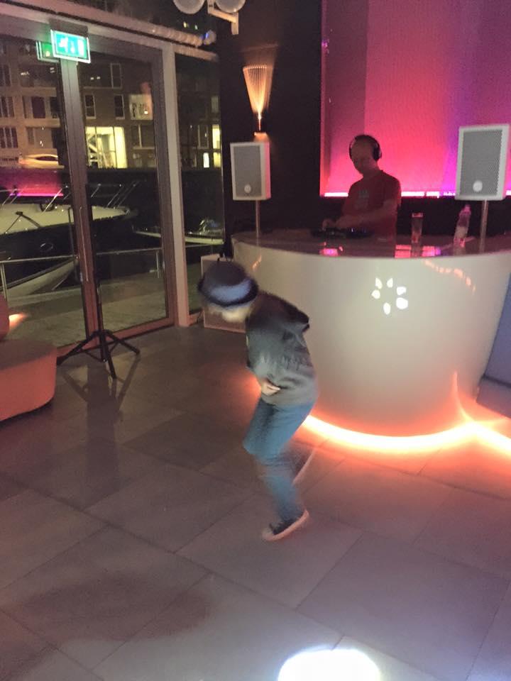 DJ Lextase tijdens SAIL 2015 in de I-Dock Marina in Amsterdam